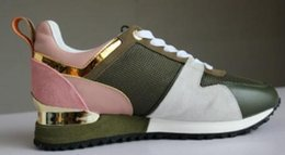 7b5ecb5d2 2018 NUEVA llegada marca de lujo de color verde zapatos casuales Mujeres  Diseñador zapatillas de deporte de los hombres zapatos de cuero genuino de  moda ...