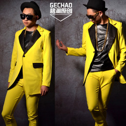 известный певец  оптовых-M XL DJDS stage hairdressers have a beautiful yellow mid length suit with a famous singer s costume