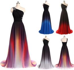 Una nuova spalla Ombre lunghi da sera Prom Dresses che borda abiti lunghi da damigella d'onore Abiti da sposa