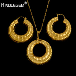 1b5ec746715a Kindlegem High Fashion Italy 750 Pure Gold Color Jewelry Set Hollow Earrings  Necklace Pendant Set For Women Punk Style
