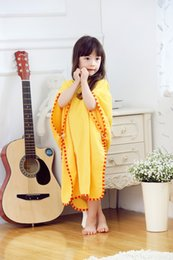kids embroidered towels 2018 - 3Pcs lot Children Bathrobe Baby Kids Animal Duck Cotton Cape Cloak Animal Hooded Towel Boys Girls Beach Swimming Towel B
