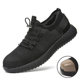 Nuevos zapatos de seguridad transpirables de verano para hombres Ligeros zapatos con punta de acero antipalador piercing trabajo Zapatillas de malla individuales sandalias en venta