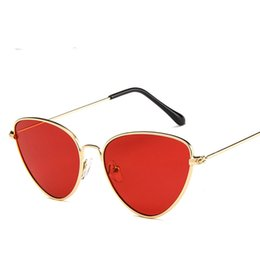 Chinese  Cat Eye Sunglasses for women and men Tinted Color Lens Vintage Shaped Sun Glasses Women Eyewear Red Female Sunglasses manufacturers