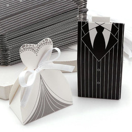 Discount anniversary party favors - New 100pcs Bride and Groom Candy Boxes DRESS & TUXEDO Wedding Stripe Pattern Gift Box Christmas Anniversary Party Favors