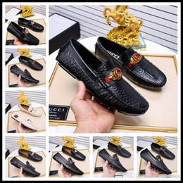 18ss 344 Estilo Diseñador de la marca masculina planos casuales zapato de cuero de piel de vaca Slip-on Mocassin Botón de metal traje de los hombres zapatos talla 38-44 en venta