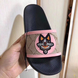 most popular prints Canada - 2018 new cartoon lucky dog slippers combined with the most popular animation design special pigment printing combined with cowhide size 35-4
