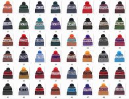 Neue Mützen Fußball Mützen 2018 Sideline kaltes Wetter Sport stricken Hut Pom Pom Hüte Hot 32 Team Farbe Strick Mix Match Order All Caps