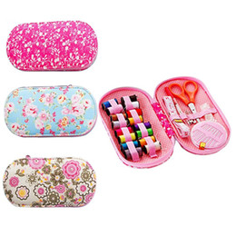 Wholesale Portable mini travel sewing kits box with color needle threads pin scissor sewing set with case box home tools DIY handwork tool