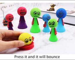 Venta al por mayor de 9 cm Kawaii Bounce Ball Toys Funny Hip Hop Expressions PushDown Elf Villain Doll Niños juguetes educativos para niños Game Gifts Descompresión juguetes