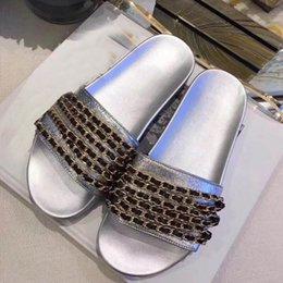 A36 2018 mulheres de estilo clássico de luxo chinelos de sapato de couro genuíno que faz a decoração da cadeia mais escolha de cor baixo bottoms de borracha de salto. venda por atacado
