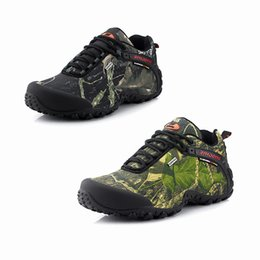New outdoor hiking shoes Man Tactical Shoes wear-resistant waterproof  camouflage Rubber thick bottom casual shoes free shopping