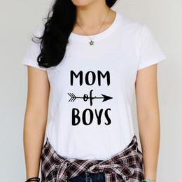 T-shirts graphiques pour Mama T-shirts amusants pour Mama Textes Maman de garçons Maman a besoin d'un café Boutique
