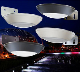 China New Super Bright Outdoor Solar Lamp Outdoor Landscape Courtyard Lighting Home Human Body Microwave Radar Sensor LED Lights Round Plate UFO cheap round body lights suppliers