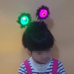 Scary LED Parpadeante Negro Feather Alien Headband Light-Up Eyeballs Hair Band Niños Adultos Headwear Halloween Glow Party Supplies