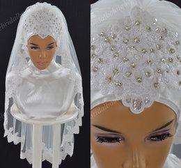 Опт Роскошные мусульманские свадебные фаты 2019 с кружевными аппликациями и кристаллами Один слой Тюль Длина до локтя Свадебный хиджаб на заказ Саудовская Аравия