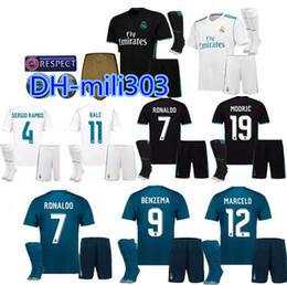 Mejor calidad 2017 2018 Real Madrid kit de camisetas de fútbol sala 17 18  Ronaldo MODRIC ISCO BALE camiseta de fútbol para adultos Uniformes de la  Liga de ... af7ab045cf287