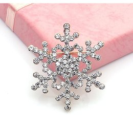 Wholesale New auger Frozen Christmas snowflake brooch corsage Christmas gift Pins alloy material accessories high quality