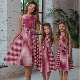 $enCountryForm.capitalKeyWord NZ - 2019 Summer New Fashion HOT Sale Family matching outfits Mother Daughter dress small Grid with bowknot A Style dress light blue &red color