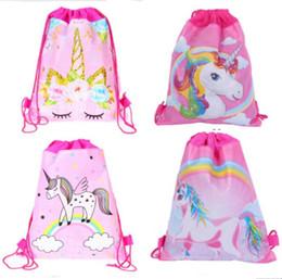 27 * 34 centimetri Unicorns Double Side Drawstring Bag Cartoon Zaini in tessuto non tessuto Per bambini Regali di compleanno Borse da viaggio Borse da mare Pacchetto Nuoto in Offerta