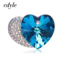 768039841e42 Cristales de Cdyle de Swarovski Broches de doble corazón para mujer Bridal  Mom Sweater Scarf Suit Broche Brilla Azul Cristal