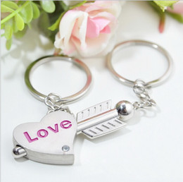 $enCountryForm.capitalKeyWord NZ - Couple Arrow and Heart Keychain Lovers Metal Keyring Valentine's Day Gift Wedding Favors Keychains with card + DHL free shipping