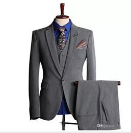 China 2018 new hot men's suits suits fashion men's business formal suit three-piece suit (coat + pants + vest) wedding groom groomsmen dress suit cheap winter vest corduroy suppliers