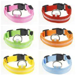 506cd33d36e8 8 colores LED collar de perro de nylon perro gato arnés luz intermitente UP  noche seguridad collares para mascotas intermitente collar de satety