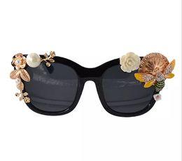 $enCountryForm.capitalKeyWord NZ - High Quality Full Frame Sunglasses For Women Fashion Sunglasses Outdoor Wrap Eyeglasses Pearl Flower Sun Glasses Summer Beach Sunglasses