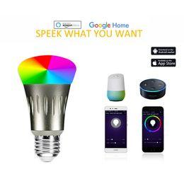 Venta al por mayor de Bombilla de luz LED inteligente Aplicación para smartphone Controlada Regulable Multicolor 7W E27 Bombilla de luz WiFi Funciona con control de voz de Alexa