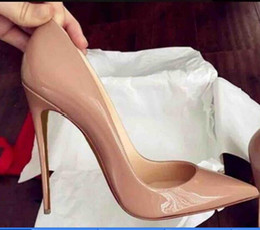 Venta al por mayor de ¡Fábrica! Bombas de mujer de piel de oveja negra de charol desnudo con punta puntiaguda Bombas para mujer, zapatos de tacón alto de moda de 120 mm con fondo rojo para mujeres Zapatos de boda