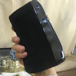 $enCountryForm.capitalKeyWord NZ - 2018 new double-head zipper with classic pattern black handbag cosmetic bag famous logo velvet bag with gift box