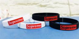 Commercio all'ingrosso - 100pcs Collocamento di modo di moda supr braccialetto in silicone Wristband Surf lotti Mix ordine regalo del braccialetto spedizione gratuita in Offerta
