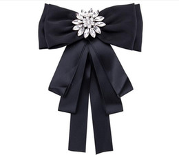 $enCountryForm.capitalKeyWord Canada - New Fabric Handmade Bow Brooches for Women Neck Tie Imported Material Wedding Party Accessories High Quality Clothing Accessories