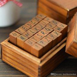 Ingrosso 28 pz / set alfabeto inglese timbro di gomma per bambini fai da te a mano scrapbook album foto francobolli arti, artigianato regali scatola di legno vestito