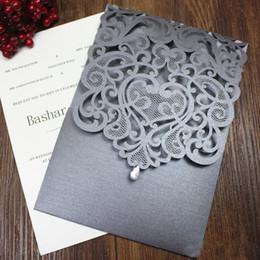 Venta al por mayor de Invitación de boda de cristal país plata gris invitaciones de compromiso de la boda flor de corte por láser de diseño personalizado multi colores
