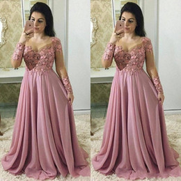 long champagne mother bride dresses Australia - 2020 New Long Sleeves Dusty Pink Mother Of The Bride Dresses Jewel Neck Lace Appliques Chiffon Flowers Plus Size Party Wedding Guest Gowns