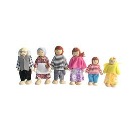 Опт Кукла Семья с 4 куклы для деревянных Миниатюрный Dollhouse Мебель