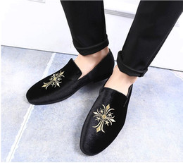 Studded Wedding Shoes Australia - 2018 New style Personalized embroidery Casual rock Black male high top studded shoe hightop Footwear street style Tenis chaussur Loafer G282