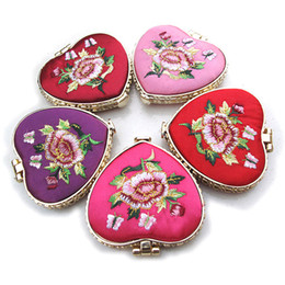 $enCountryForm.capitalKeyWord Canada - Portable Heart Shaped Embroidery Flower knitting pocket Makeup Mirror with Butterfly Buckle Random Color Heart and Round Shape