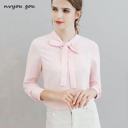 fca11aaa7 Nvyou gou Elegante Bow Tie Blusa de Manga Longa Casual Sólidos Branco Azul  Rosa Chiffon Camisa Top Roupas Femininas 2018 Desgaste Do Escritório