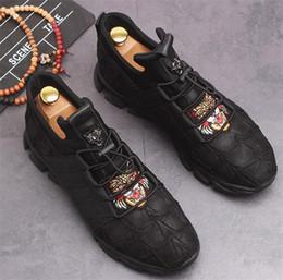 f48adf1ec1581 High-top calçados esportivos homens personalizado pano de lona tigre  bordado homens sapatos todos os jogo moda tênis