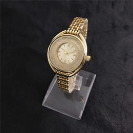 d87bf6fbc5f5 Relojes de oro amarillo para mujer. Moda de diamante de lujo. Diseño único.  Mujeres.