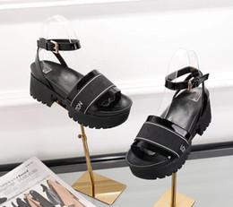 Venta caliente de verano Moda Mujer Sandalias planas Mujeres Inferior Thicks Sandalias de cuero Primavera Verano Moda Retro Casual sandalias planas envío gratis en venta