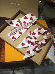 Venta al por mayor de Nuevo diseño del corazón de la marca Top super suave calidad agradable 100% cinta de seda pañuelo de moda multifuncional, pajarita, correa de bolso.