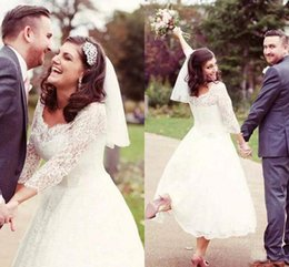 $enCountryForm.capitalKeyWord Australia - Vintage Tea Length Country Wedding Dresses with Long Sleeves 2018 A Line V Neck Lace Plus Size Short Garden Beach Bridal Wedding Gowns