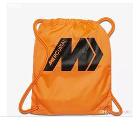2018 El envío libre al por mayor se divierte la bolsa de zapatos del depredador Tango 18 18,3 zapatos de fútbol bolso naranja Mercurial Moda Superfly fútbol botas