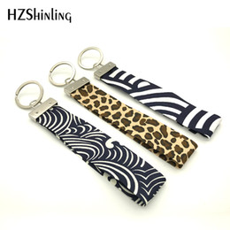 $enCountryForm.capitalKeyWord NZ - Ribbon 2019 New Black Damask Fabric Key Fob Leopard Wristlet Key Ring Trendy Keychain Silver Keyholder Gifts Men Women F-004