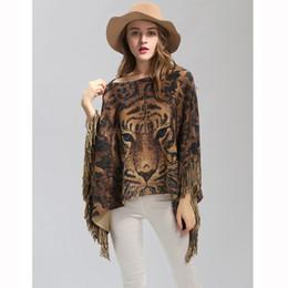 Vente en gros Motif de tigre animaux acrylique hiver automne acrylique poncho a volé écharpe chaude en écharpe argentée de lurex capes Cardigans pas cher LL180852