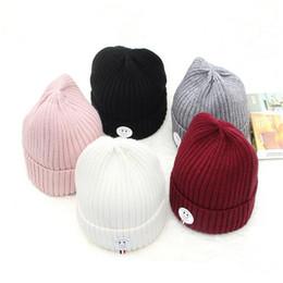Otoño invierno nuevos hombres y mujeres de cuero letras estándar sombreros  de lana sonrientes fuera cálido cálido punto salvaje gorro jersey 64ef2853271