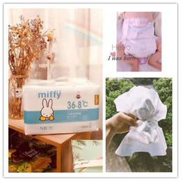 Venta al por mayor de Miffy 36.8 Temperatura super suave Nuevo bebé pañales desechables tamaño ultradelgado NB para Menos de 5 kg pañales para bebés recién nacidos 36 unids / paquete D20